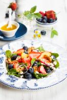 Goat's cheese with fruit salad and walnuts
