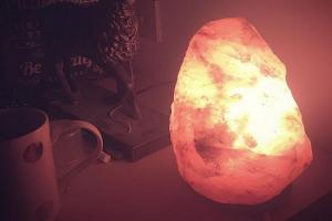 8 AMAZING benefits of using salt lamps in the home