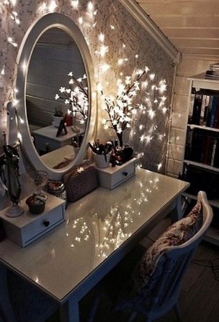 Creative Ways To Make Use Of Old Christmas Fairy Lights - How to use fairy lights in bedroom