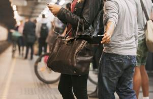 7 ways to PROTECT yourself from pickpockets while on holiday