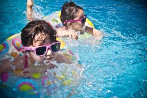 This dads hack regarding your kids swimming lessons is brilliant, and so simple