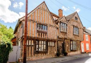 Harry Potters childhood home is for sale, and were already packing our bags
