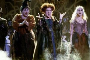 I smell children: This Hocus Pocus actress is expecting a BABY