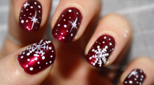 Check out some of Instagrams best FESTIVE nail inspiration