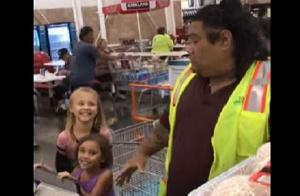Girls mistake cashier for Disney character- and his reaction is perfect