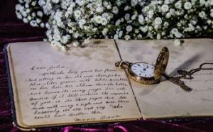 Woman finds the most amazing thing from 1780 hidden in family heirloom